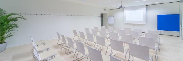 Kinobestuhlung in einem Seminarraum